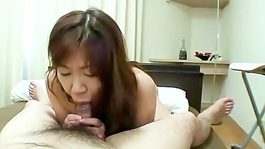 Sexy mature bitch is giving head