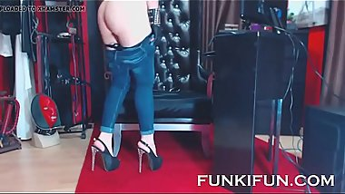 HOT CRAZY BITCH ON WEBCAM FUCKS ASS WITH HER HIGH HEEL LOL