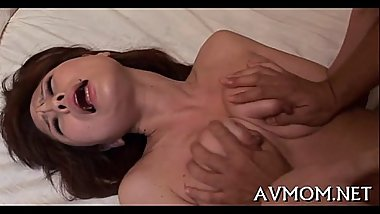 Oriental milf can'_t live without sucking balls